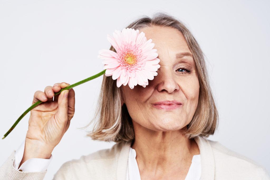 Mulheres na menopausa estão mais suscetíveis a doenças oculares
